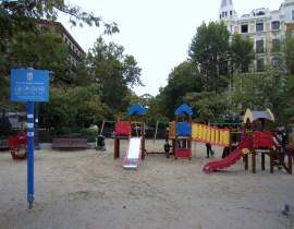 Los columpios de la parisina Plaza de Olavide