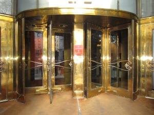 La dorada entrada principal