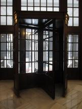 La famosa puerta giratoria