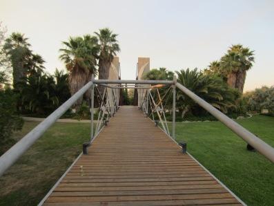 La isla y el puente-pasarela