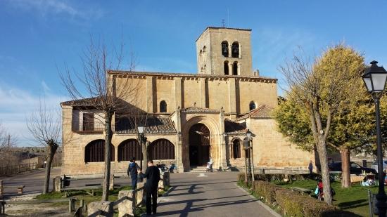 La románica iglesia de Nuestra Señora de la Peña