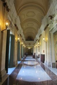 Augustos e interminables pasillos