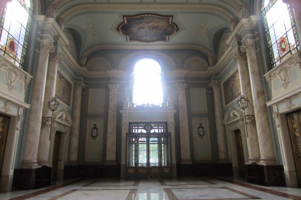 El grandioso vestíbulo de la antigua Audiencia provincial
