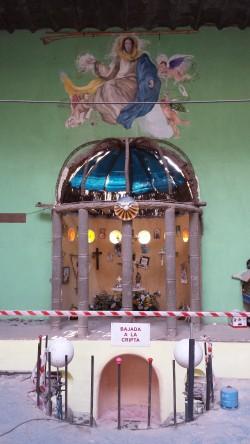El precario acceso a la cripta