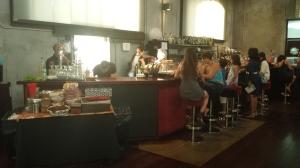 La acogedora y teatral cafetería