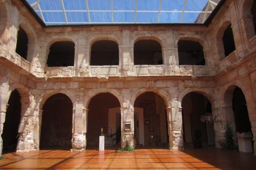 El restaurado patio central del Palacio ducal