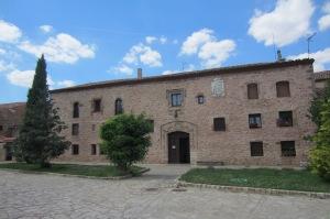 El Convento de Santa Isabel y su invitante acceso