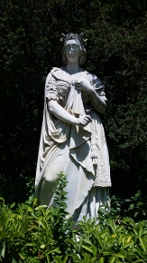 y estatua de La Chata