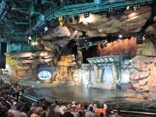 ... un teatro-cueva invadido por una...